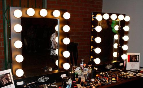 Resultado de imagem para loja de maquiagem iluminaçaõ
